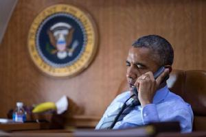 Obama-on-phone-aboard-Air-Force-One